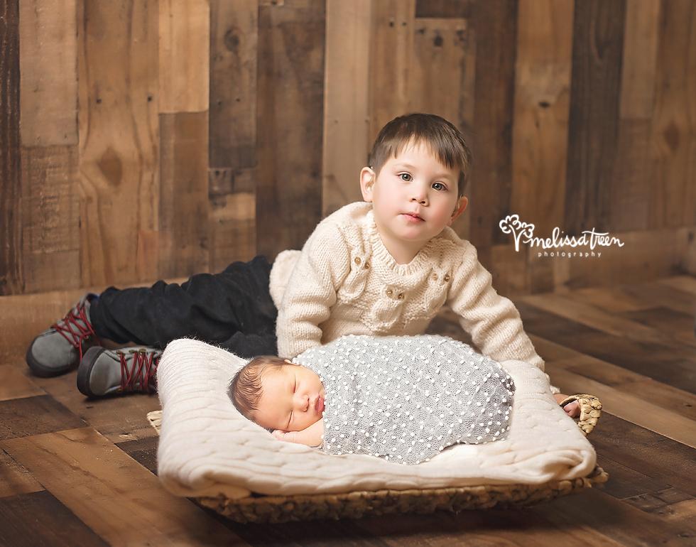 sibling and newborn baby photo burlington north carolina phtoographer.jpg
