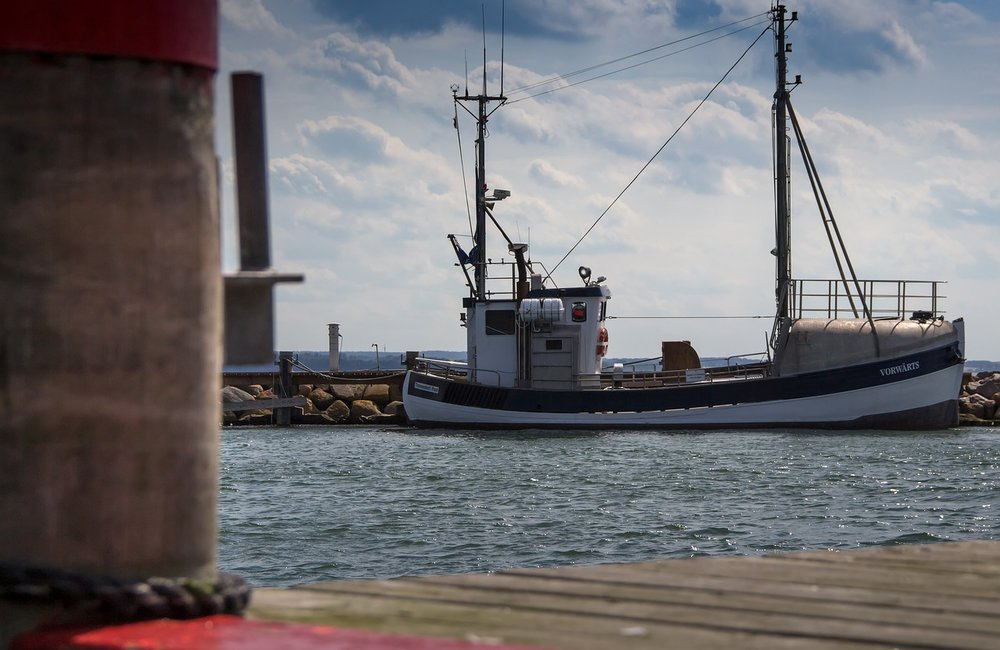 fishing-vessel-2777644_1280.jpg