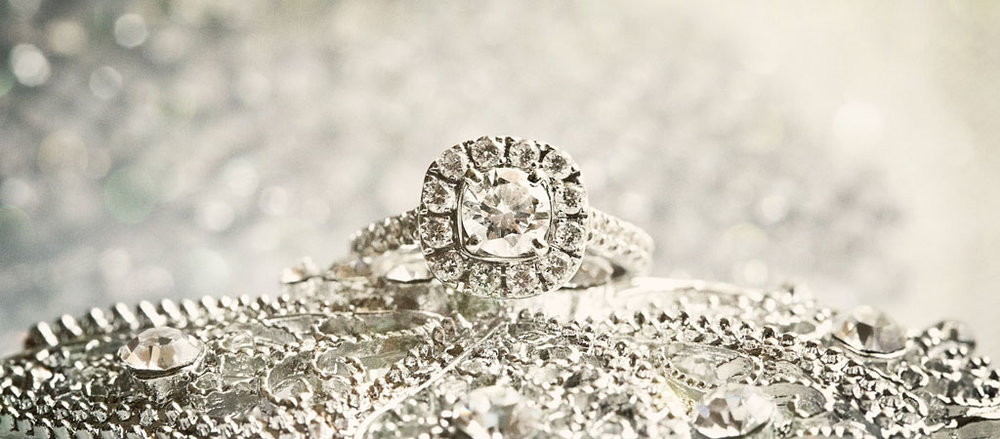 wedding_details_ring_shot_diamond_round_brilliant_chicago_peer_canvas_details_gallery_big.jpg