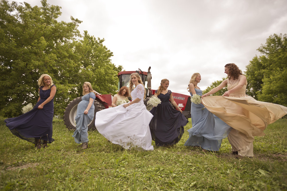 Wisconsin_Country_Rustic_Farm_Wedding_Photography_Peer_Canvas.jpg