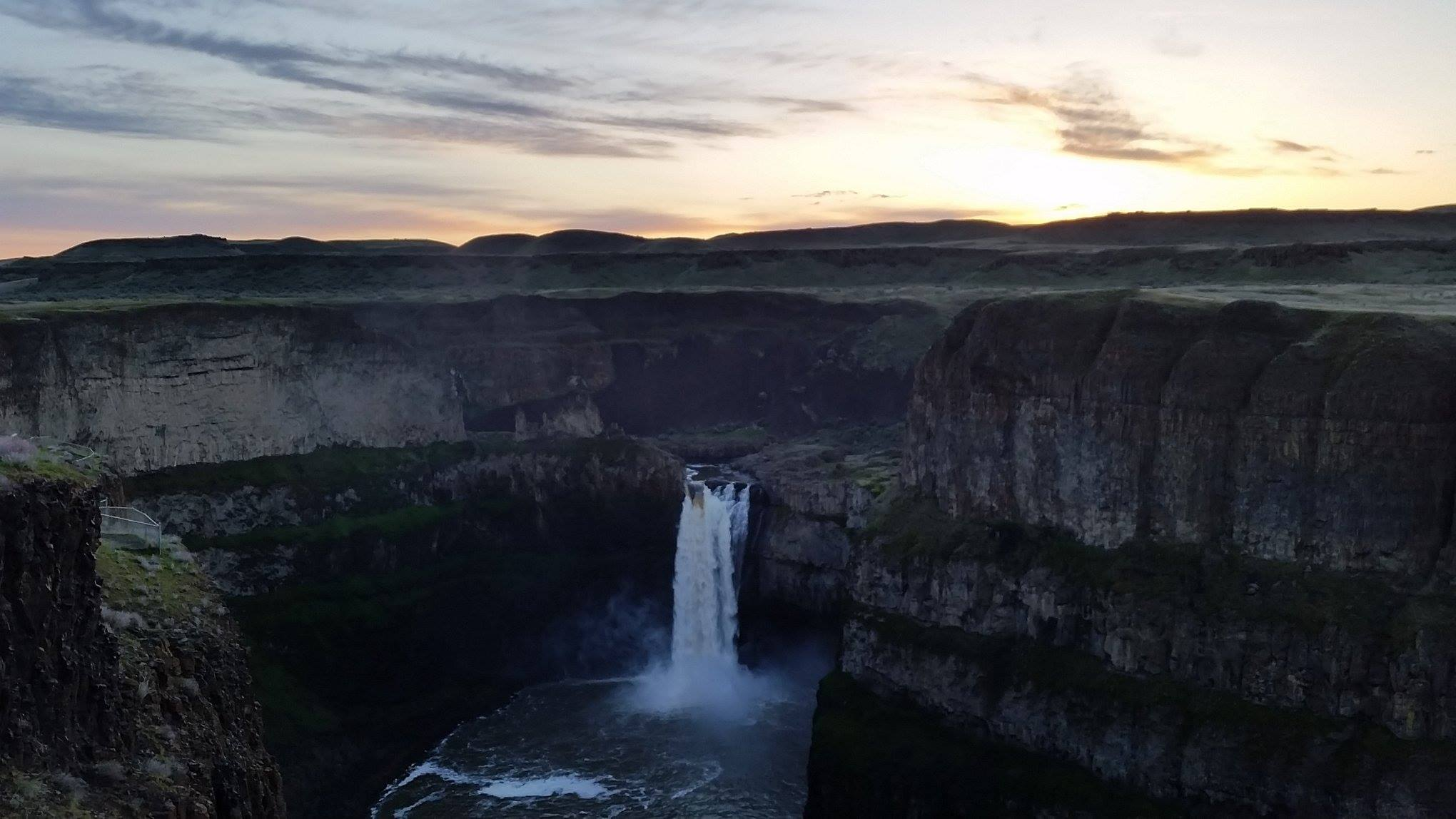 the sunrise at palouse falls in late March