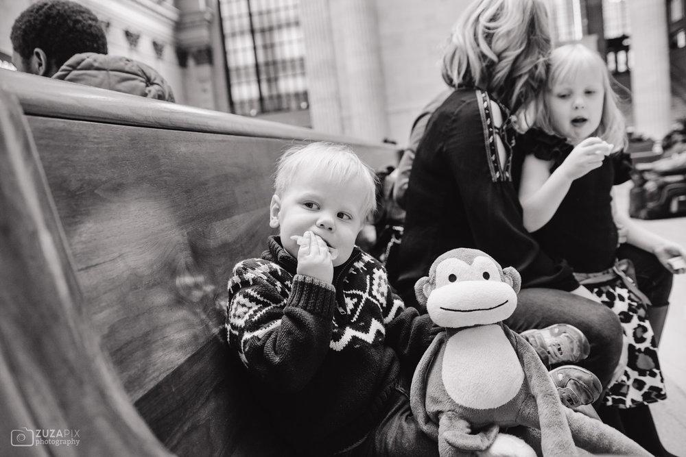 zuzapixphotography-familyphotographer-chicago-unionstation-27.jpg