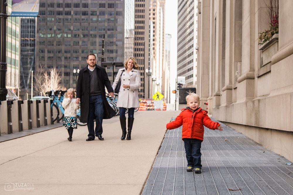 zuzapixphotography-familyphotographer-chicago-unionstation-40.jpg