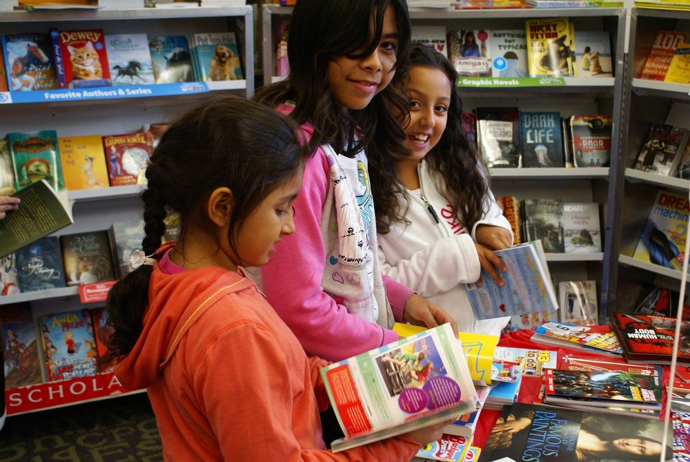 Students choosing free books