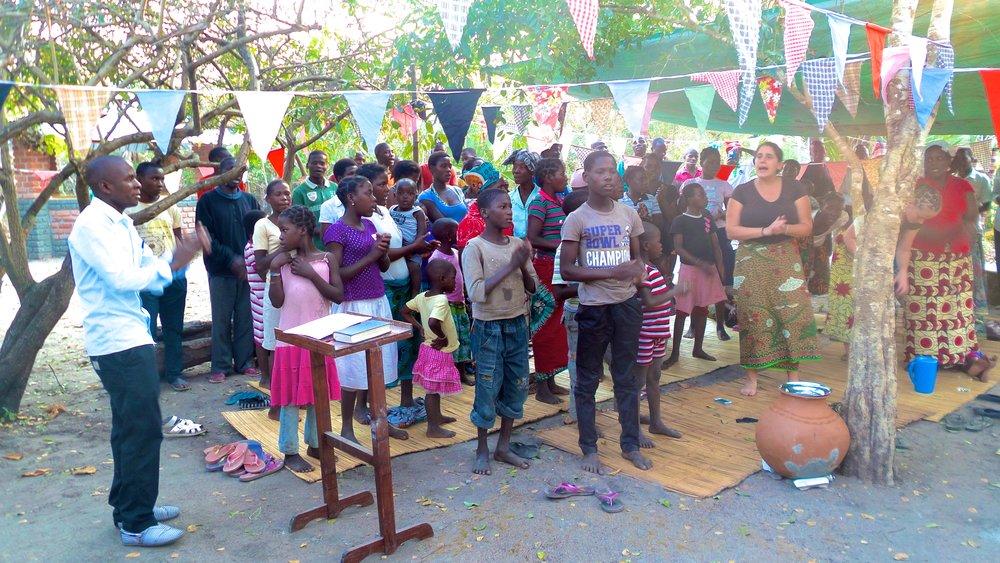 Praise and worship at Nensa