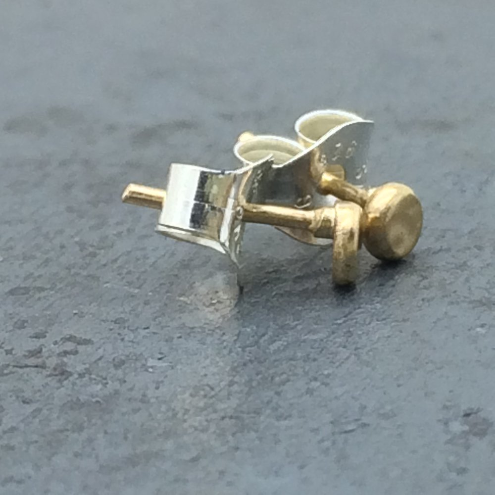 14k green gold studs side view.jpg
