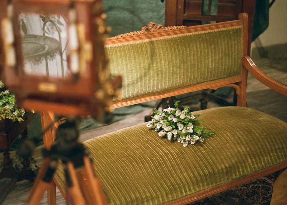 ANTIQUE PHOTO STUDIO - 古寫真館於法國古董店 Parc古道具公園內過百年的法國古董傢具襯托下,與親人、朋友體驗傳統攝影工藝。感受照片呈現的瞬間,將回憶化為最佳紀念禮物。