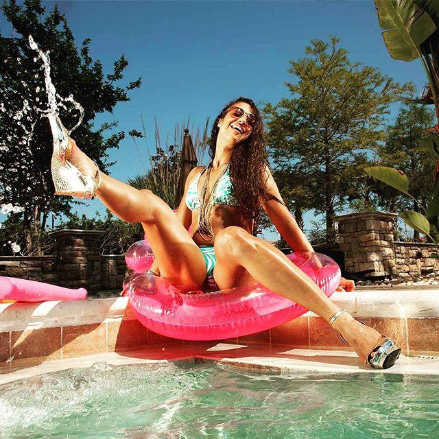 Pool party fun for Memorial Day Weekend in Las Vegas #SinCityVIP #MDW2018 #MDWLasVegas #LasVegas #VegasBound #PoolParty #memorialdayweekend