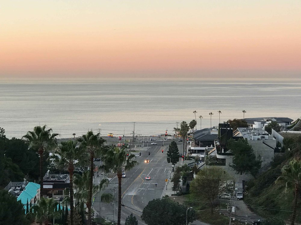 Pacific Coast Highway, sunrise, Pacific Palisades, CA. Image©thingstodot.com