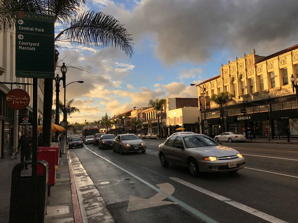 Colorado Boulevard, Pasadena. Image©thingstodot.com
