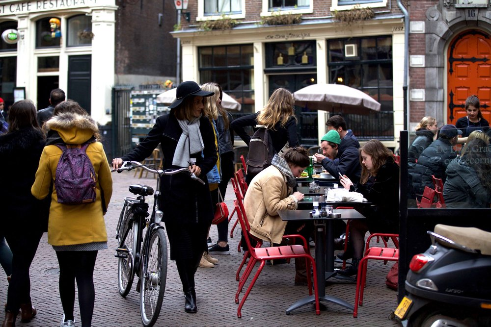 Finding a parking place for my bike, De Drie Graefjes, Amsterdam. Photo: Fabio Ricci. Image©thingstodot.com
