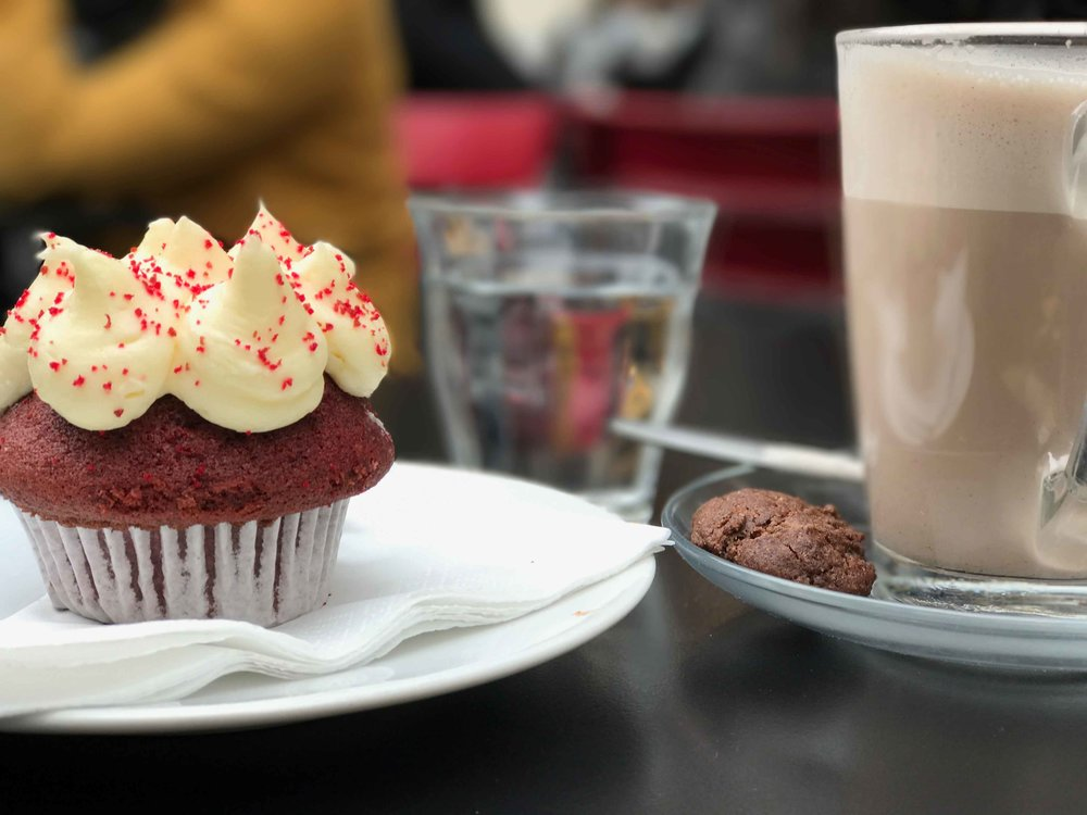 Red velvet cake, De Drie Graefjes, Dam Square, Amsterdam. Photo: Fabio Ricci. Image©thingstodot.com