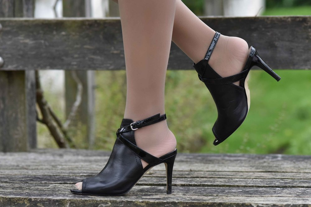 Karen Millen black sandals. Photo: Nina Shaw. Image©thingstodot.com