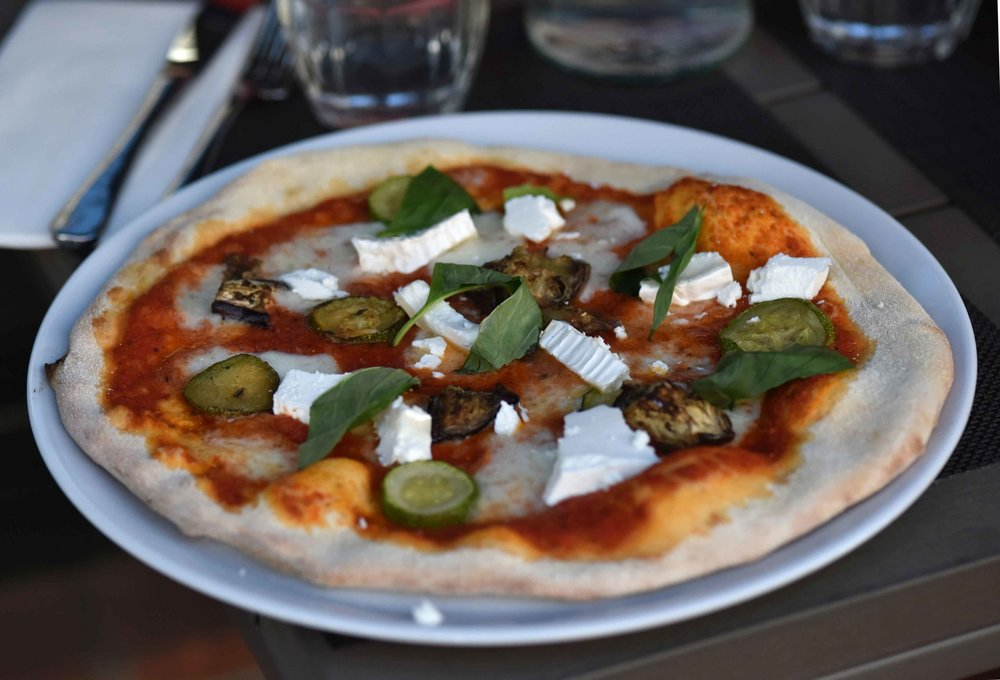 Henley-On-Thames, pizza, Zizi restaurant, Italian, UK. Image©thingstodot.com