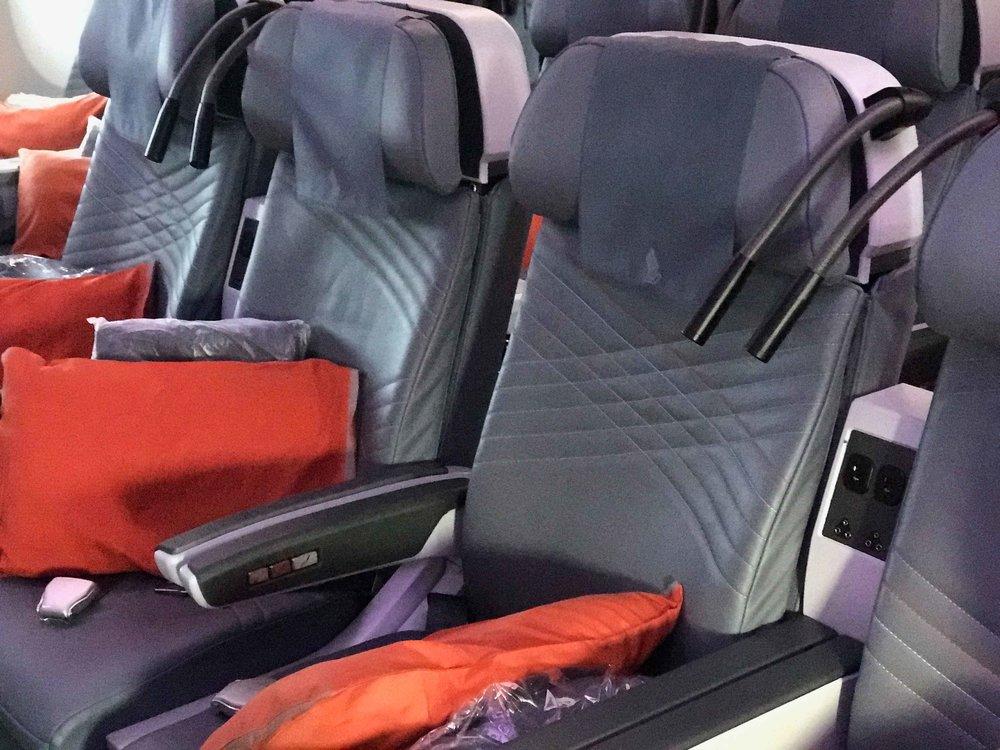 Singapore Air, Singapore to Tokyo, Premium Economy. Image©thingstodot.com