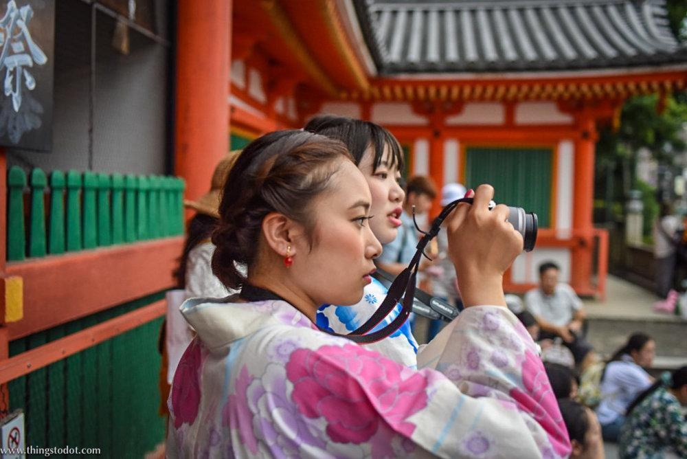 Japanese woman in traditional kimono costume,Yasaka Shrine, Kyoto, Japan. Image©www.thingstodot.com