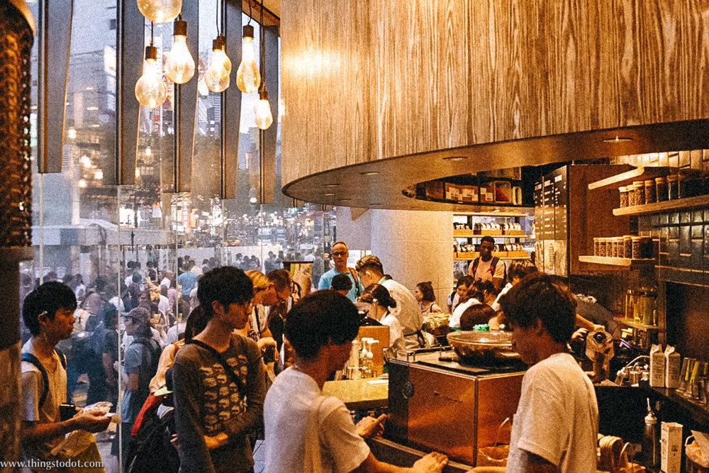 Starbucks Cafe,Shibuya Crossing, Shibuya, Tokyo, Japan. Image©www.thingstodot.com.