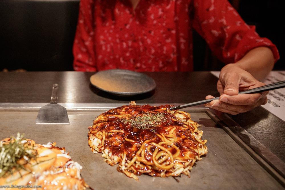 Okonomiyaki,Dotonbori, Osaka, Japan. Photo: Kosuke Arakawa, www.kosukearakawa.com. Image©www.thingstodot.com.