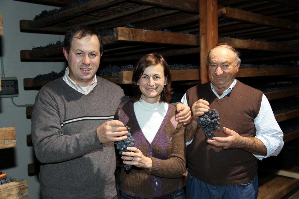 Da sinistra, Fabio, Chiara e Giuseppe Tezza