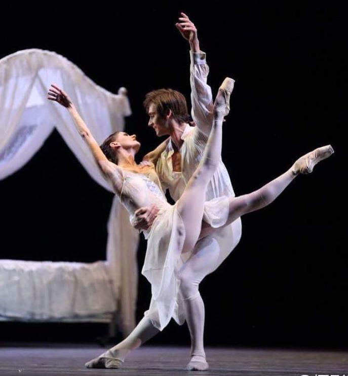 Friedemann Vogel performing the Manon bedroom pas de deux