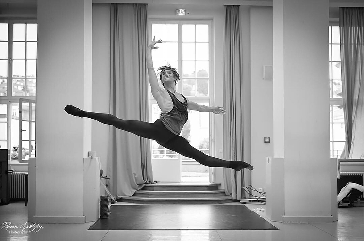 "Friedemann Vogel rehearsing Balanchine's ""Symphony in C"" ©Roman Novitsky"