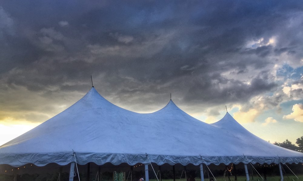 Party Tent rental in Milwaukee and Wisconsin. Rent a tent for your wedding.