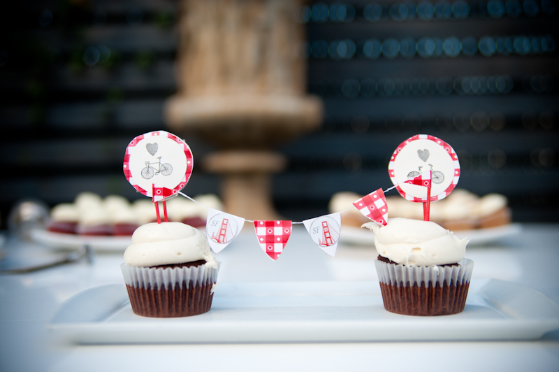 Cupcakes with Golden Gate Bridge detail