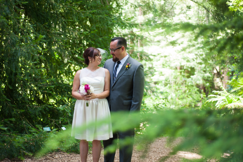 Bride and Groom in Tilden Botanic Garden
