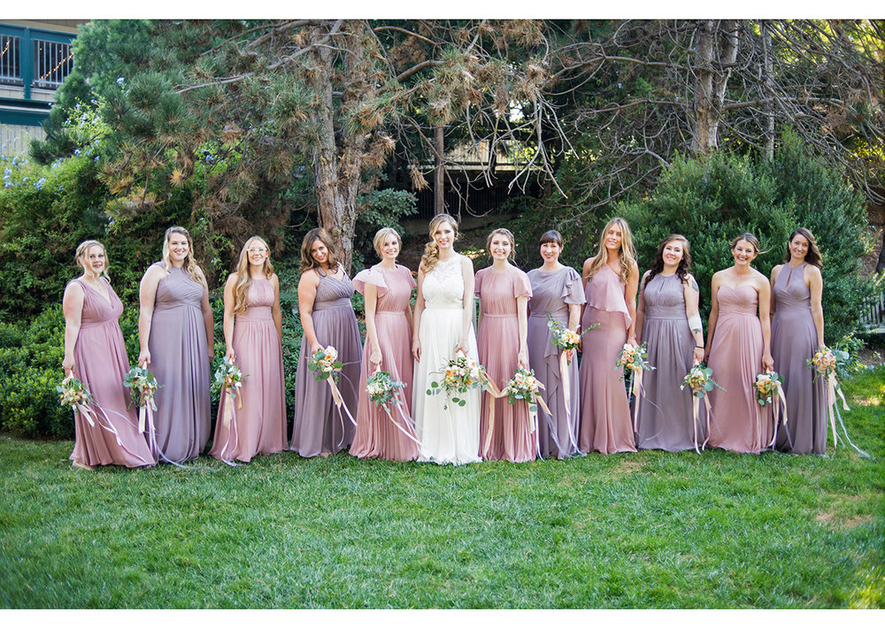 Large bridal party surrounded by green at Heather Farm