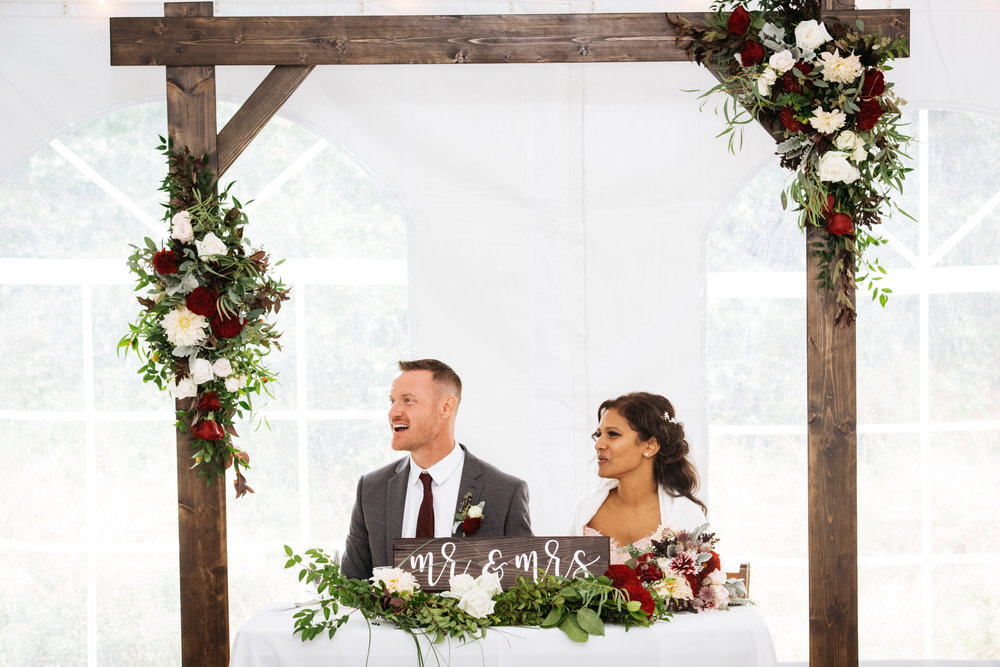 arch around sweetheart table.jpg