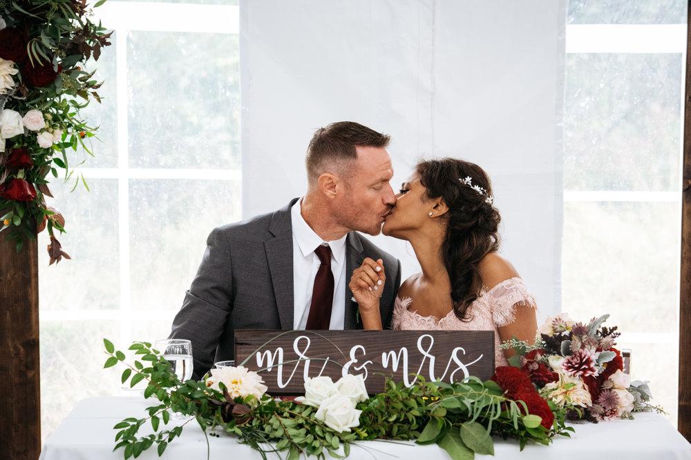 sweetheart table kiss 2.jpg