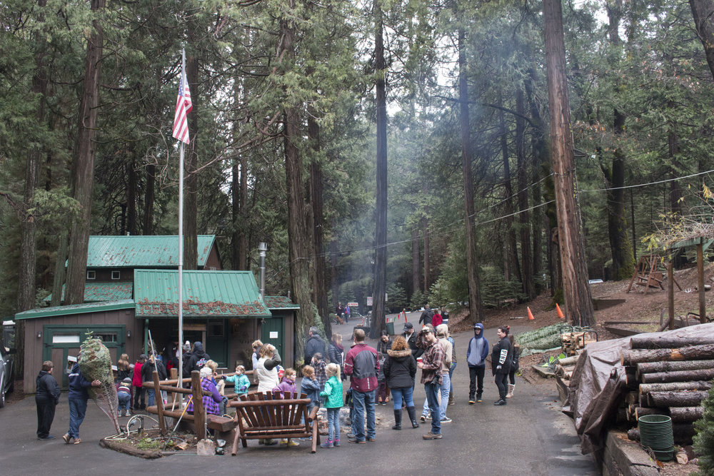 It can feel a little crowded around the gift shop with the old jeeps, fire pit and guests heading up and down the hill but we didn't mind the hustle and bustle.