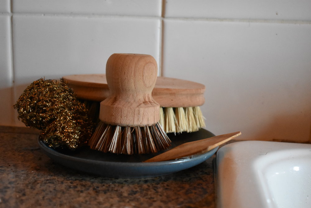 Small dish for dish brushes