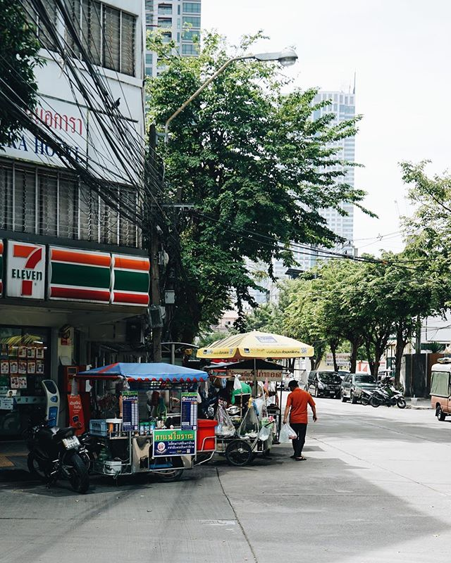 A Sunday stroll around Silom 🌳🚶🏻‍♀️(gonna miss you 7-eleven)