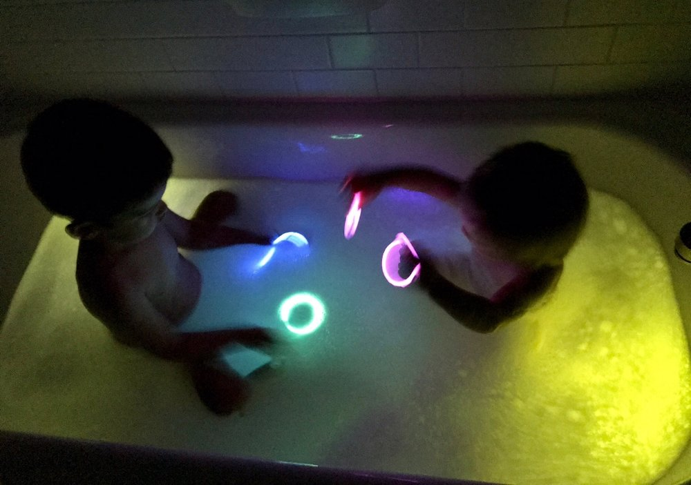 - Use glowsticks or glowstick rings for a magical glow-in-the-dark bath!