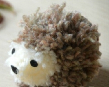 Easy-Pom-pom-Hedgehog.jpg