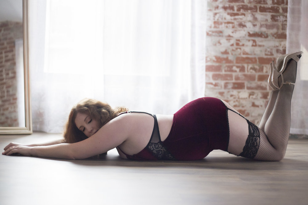 sexy pictures for husband, boudoir photographer in Columbus, intimate, private, provacative, sensual photo shoot, sexy pics, professional pictures lingerie