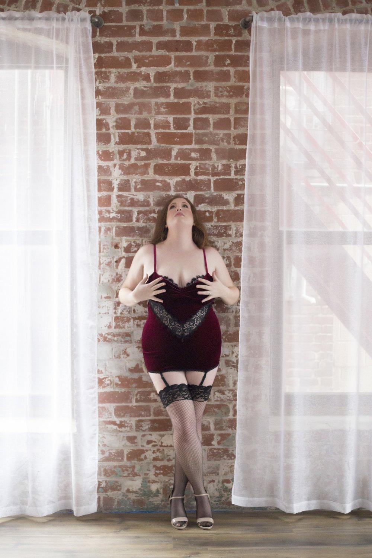 christmas boudoir, best christmas gift for husband, men's gift ideas, boudoir columbus, sexy photo shoot, lingerie pics, columbus boudoir photographer, photography
