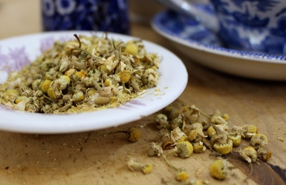 Camomile    A pleasant aromatic tea with a fruity flavour that is enhanced by sugar and honey.