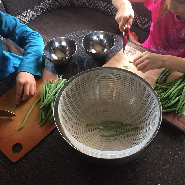 I had some helpers with meal prep today! We are making the Peaches, Peas and Beans Summer Salad from #thefirstmesscookbook to take advantage of some beautiful summer veg! I love that the Le Petit Chef set from @opinelofficiel allows the kids to safely take charge of meal prep and practice safe knife skills. #mealprep #littlehelpers #familyaffair #kidsinthekitchen #fulltimerv #homeschoolingfamily #foodprep #livinglavidalacroix #littlechefs