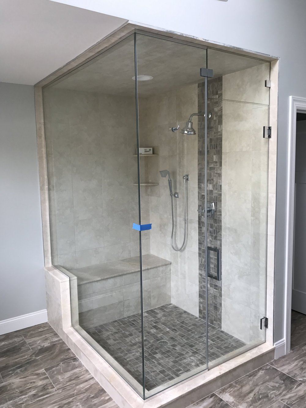 Heavy Glass Enclosure With Steam Panel