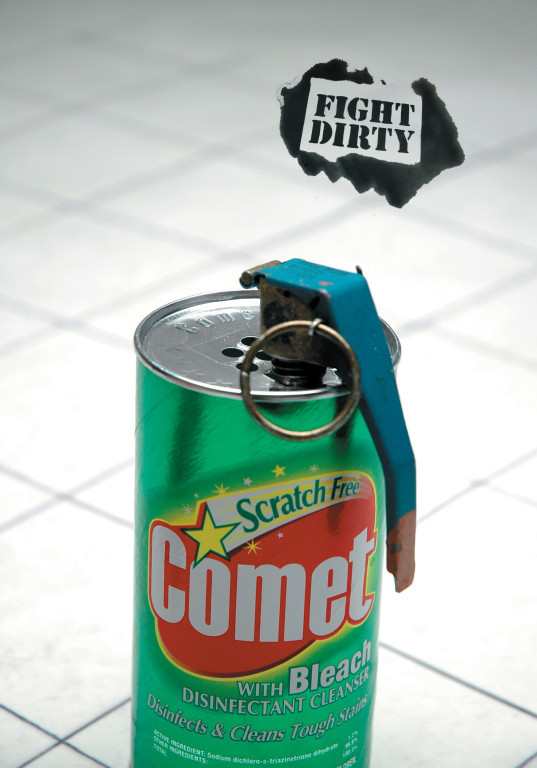 Print ad for Comet Disinfectant Cleaner w Bleach