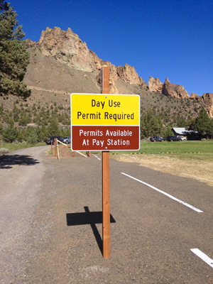 overflow parking for Smith Rock State Park fee sign