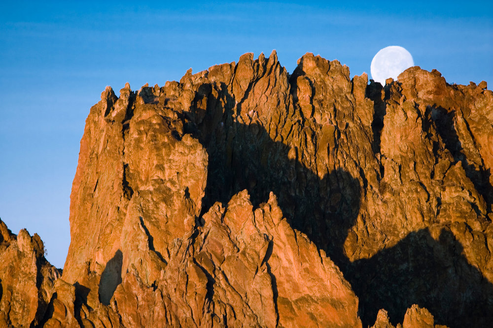 moonset over the Smith Rock Group