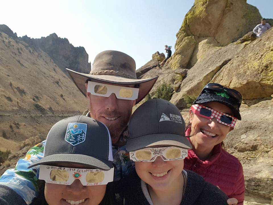 Staender Ridge viewers of the Total Solar Eclipse at Smith Rock