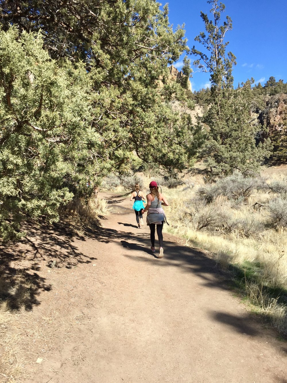 runners on River Trail at Smith Rock State Park