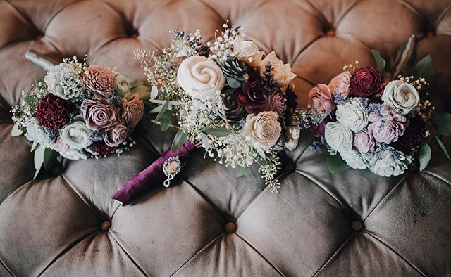 These bouquets were definitely #bouquetgoals head over to the Facebook page for a little preview of Alicia and Greg's beautiful lakeside wedding. Link in profile