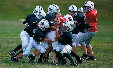 picture-kids-playing-football.jpg