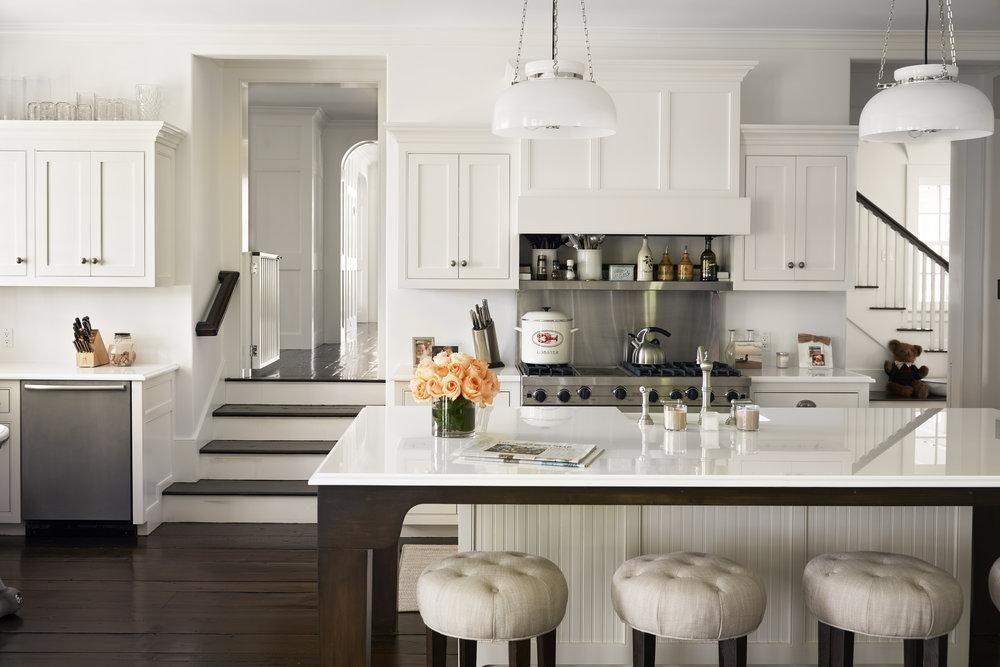 gallery-1478113184-alec-baldwin-home-kitchen.jpg