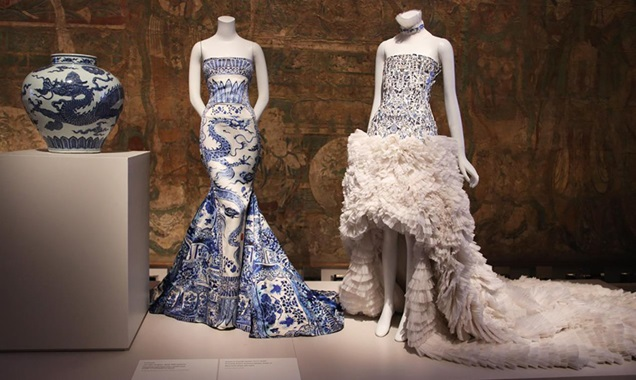 An example of couture dress inspired by Chinese vases